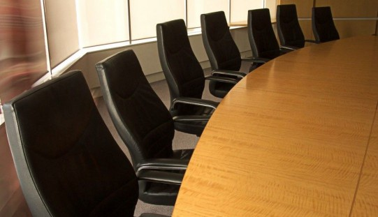 tavolo-consiglio-amministrazione-541x311-crop